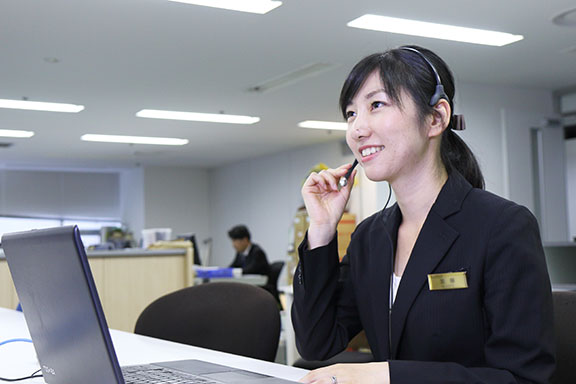 Japanese and English. Customer Support
